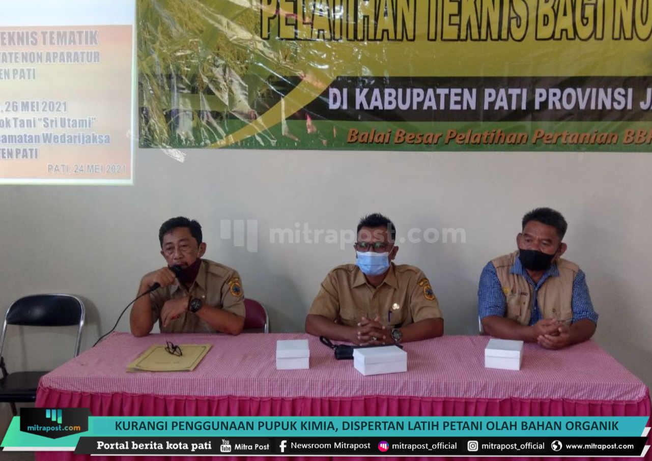 Kurangi Penggunaan Pupuk Kimia Dispertan Latih Petani Olah Bahan Organik - Mitrapost.com