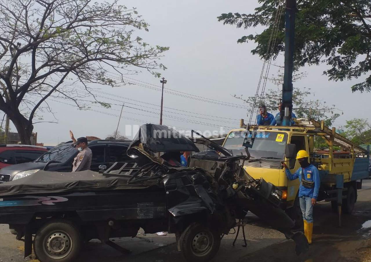 Laka Di Jalan Pantura Pati, Mobil Pick Up Remuk