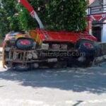 Ingin Masuk Gang Truk Pengangkut Pasir Terguling - Mitrapost.com