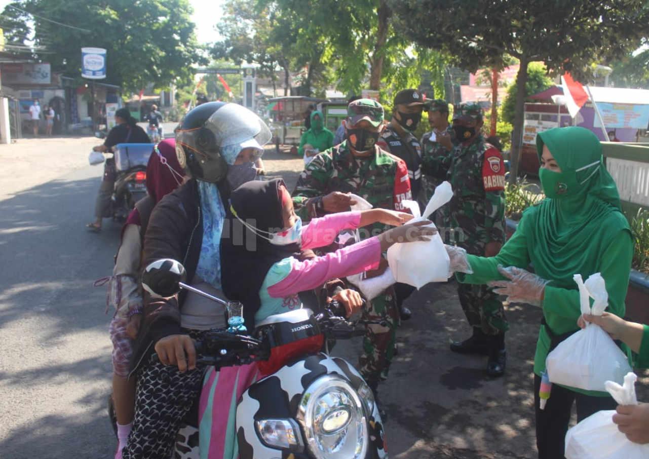 Persit Pati Gelar Jumat Berkah Di Kecamatan Juwana - Mitrapost.com