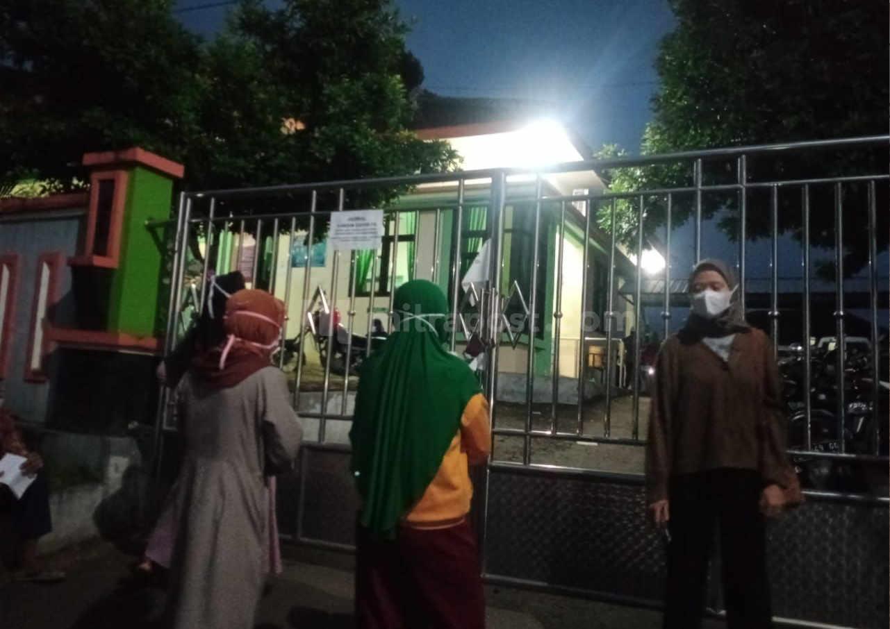 Stok Terbatas Terbatas Warga Gunungwungkal Antre Sebelum Subuh Untuk Ikuti Vaksinasi - Mitrapost.com