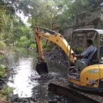 Lakukan Antisipasi Banjir, Dpu Lakukan Pengerukan Sedimen Di Saluran Air