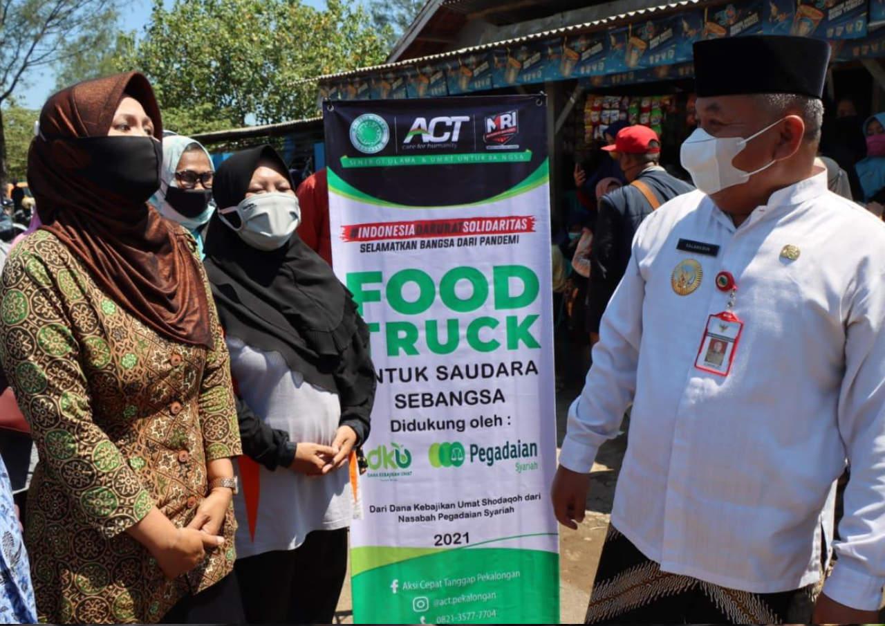 Layani Makanan Gratis Di Tpa Menggunakan Food Truck