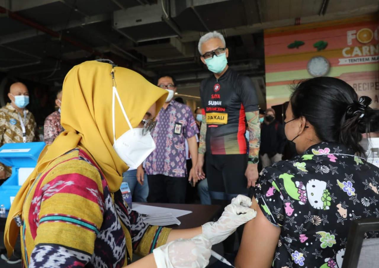 Gerakan Vaksinasi Pedagang Mi Dan Bakso, Ganjar Berikan Apresiasi Papmiso