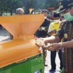 Pemkab Rembang Salurkan Bantuan Alsintan - Mitrapost.com